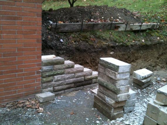 Small Retaining Wall Correct Rebuild Doityourself Com
