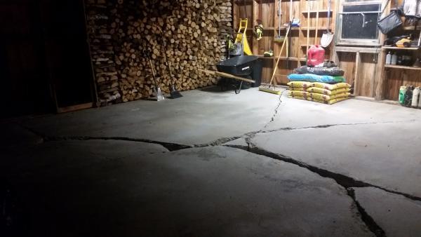 Large Cracks In Garage Floor Doityourself Com Community