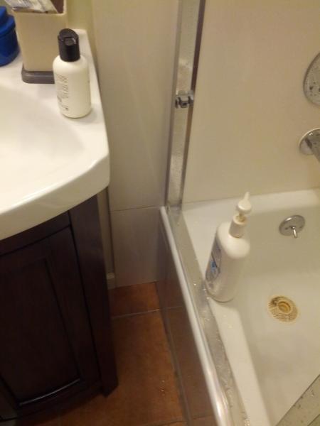 Help With Caulking Bathtubshower Leaking In Corner Of Bathtub - Bathroom shower leaking