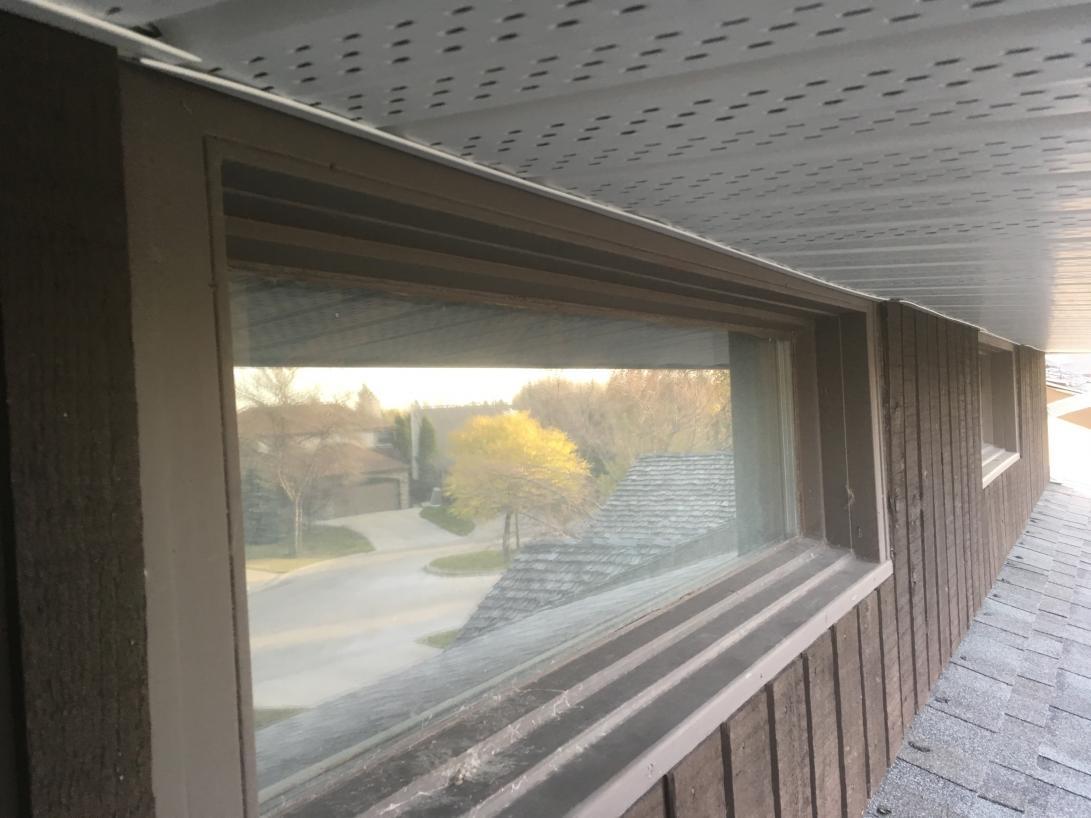 Soffits Installed On Window Brickmould Doityourself Com