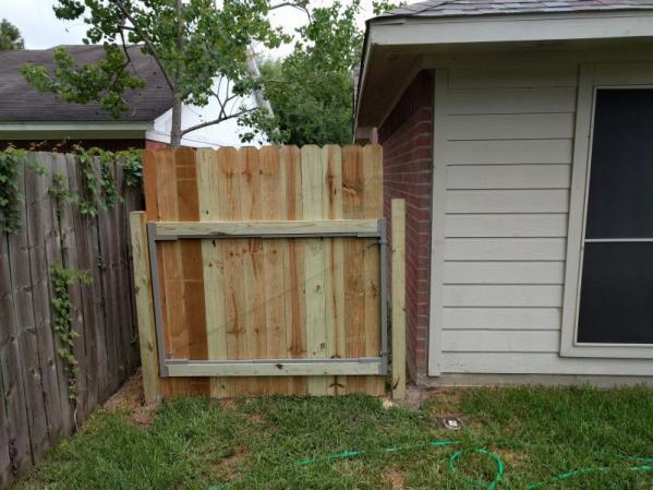 Name:  Fence.jpg Views: 167 Size:  49.7 KB