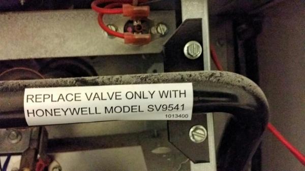 Comfortmaker Furnace with Honeywell valve flashing 6 + 2 ...