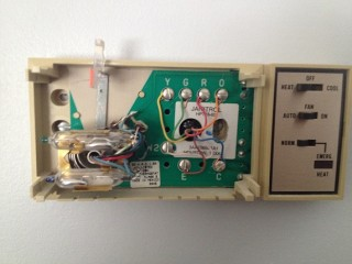 25501d1390765917 replacing goodman janitrol hpt 18 60 thermostat m8ax replacing a goodman janitrol hpt 18 60 thermostat doityourself honeywell th5220d1003 wiring diagram at bakdesigns.co