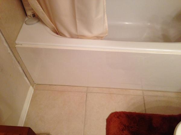 Small crackgap in tub tile DoItYourselfcom Community