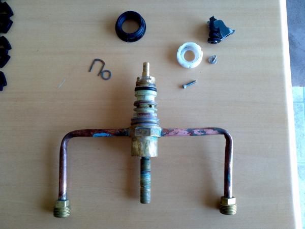 cannot locate diverter valve to fix sink sprayer - Kitchen Sink Diverter Valve