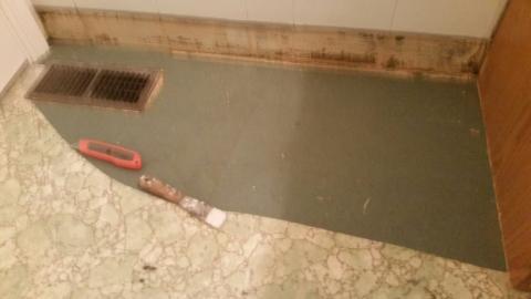 Name: Bathroom Floor Views: 2052 Size: 13.4 KB
